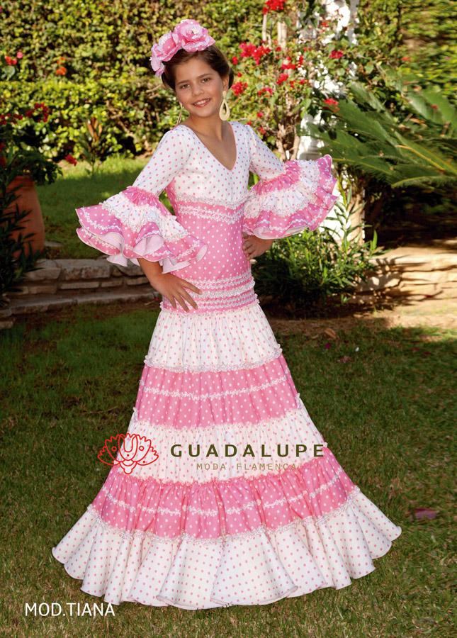 408ff62518 Os presentamos la nueva colección de trajes de flamenca Guadalupe 2019 para  niñas. La firma Guadalupe moda flamenca