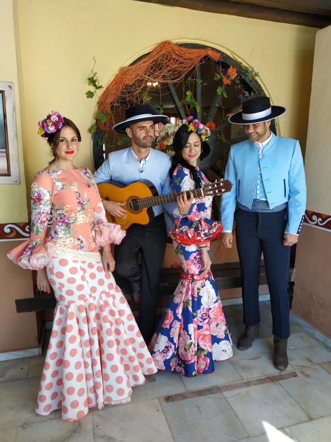fd57bf3cfb Os presentamos la nueva colección de trajes de flamenca Manzanilla 2019. La  firma Manzanilla